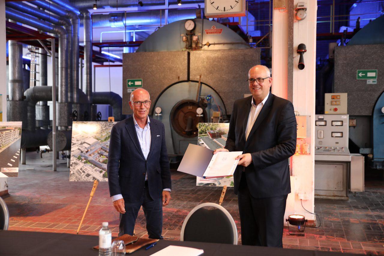 20210719_ZfK Vertragsunterzeichnung, J. Linnemann (links) und A. Bovenschulte (rechts)©Justus Grosse Real Estate GmbH